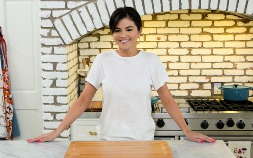 Selena Gomez anuncia segunda temporada de seu programa de culinária