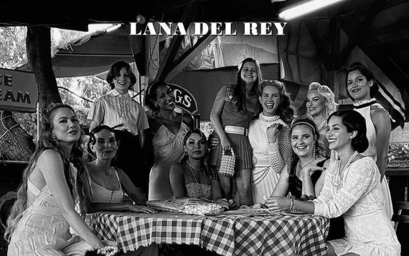 """Lana Del Rey responde às críticas da capa do novo álbum, """"Chemtrails Over the Country Club"""""""