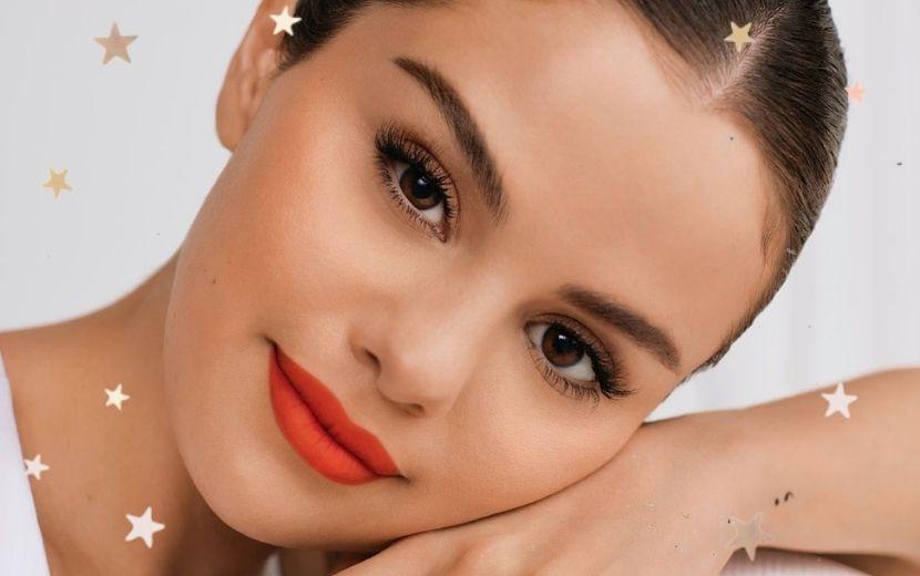 Fofa! Selena Gomez compartilha reação dos fãs ao receber nova linha de maquiagem da cantora