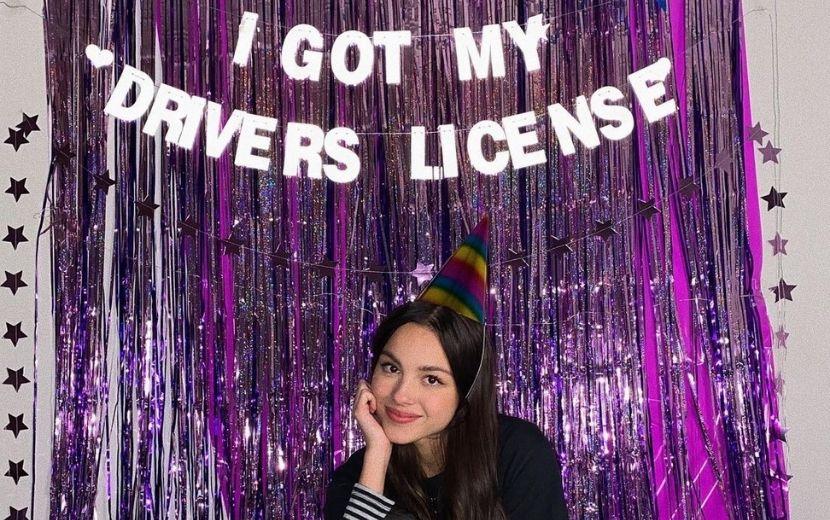 """""""Drivers licence"""": diretor do clipe de Olivia Rodrigo comenta rumores sobre a música e revela como foi trabalhar com ela"""