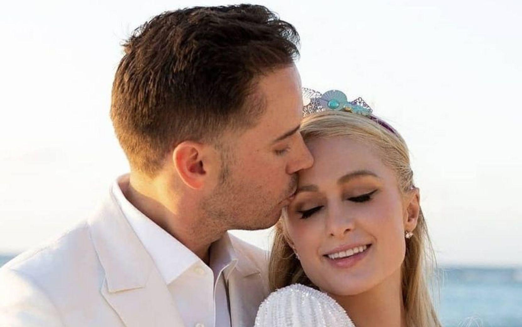 Paris Hilton e Carter Reum anunciam noivado com anel desenhado pelo bisneto da família Cartier