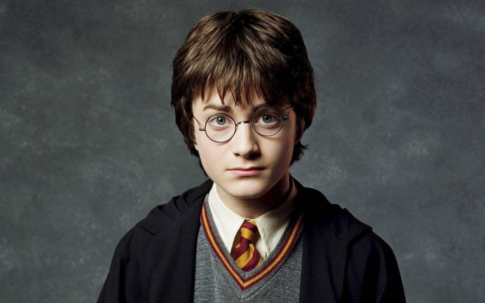 """Daniel Radcliffe, estrela de """"Harry Potter"""" revela que sente vergonha de sua atuação nos primeiros filmes"""