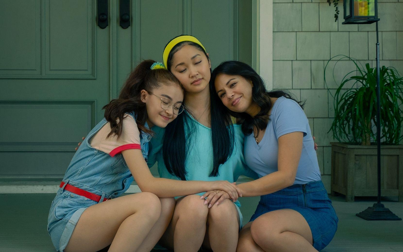 """Atrizes de """"Para Todos os Garotos"""" dão conselhos sobre namoro à distância em vídeo da Netflix"""