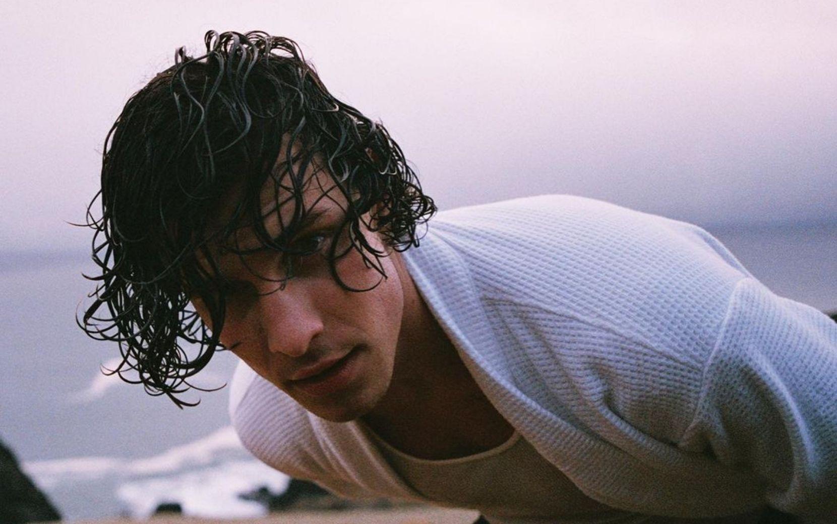 """Shawn Mendes faz mudança no visual: """"Adeus cabelo comprido"""""""