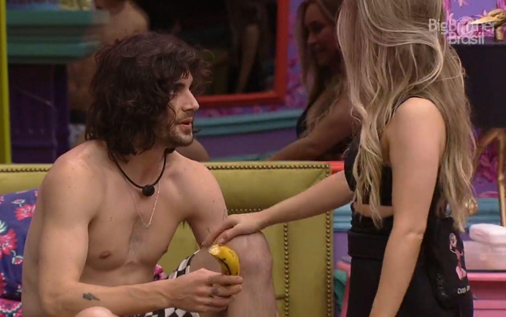 """No retorno para o BBB21, Carla Diaz dá banana para Fiuk: """"Quando eu faço uma coisa, eu assumo"""""""