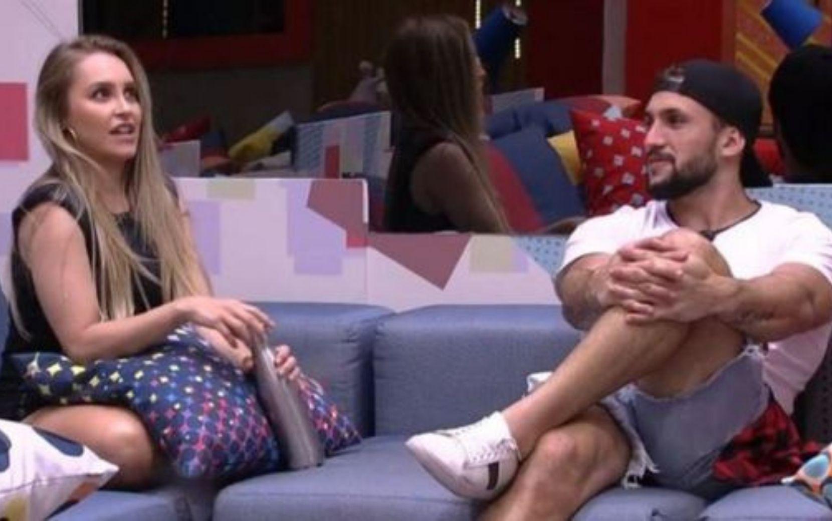 """Carla e Arthur conversam sobre futuro do relacionamento no BBB21: """"Se a gente ficar aqui, você fica comigo?"""""""
