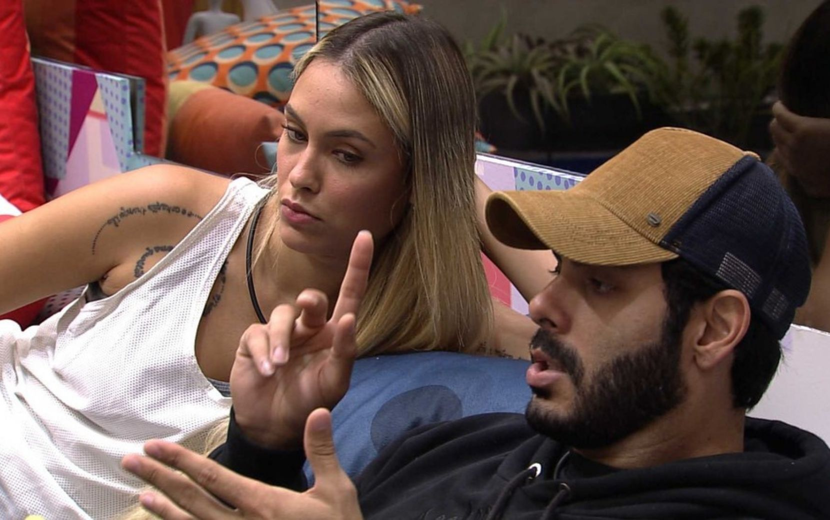 "Sarah se exalta para defender Rodolffo, Fiuk rebate: ""Vai convidar a gente pro casamento?"""