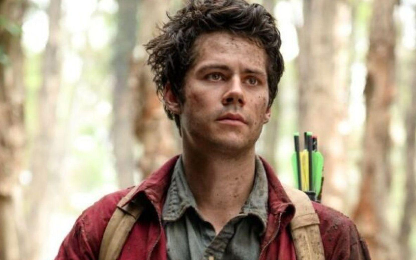 """Dylan O'Brien está procurando refúgio da namorada em apocalipse no trailer de """"Amor e Monstros"""""""
