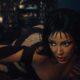 """Doja Cat transforma desafio da silhueta do TikTok em clipe da canção """"Streets"""""""