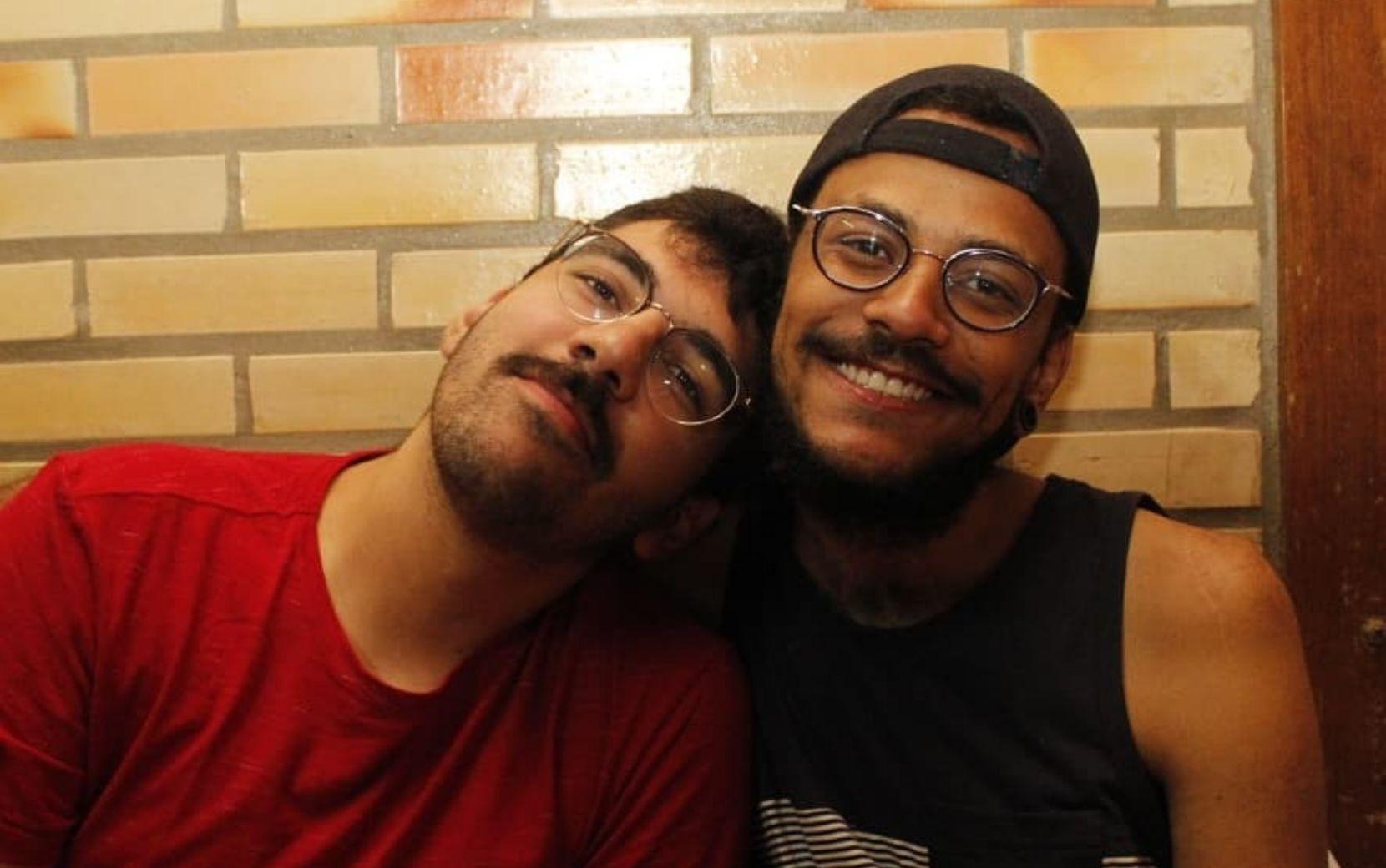 """BBB21: após João Luiz dormir de conchinha com Juliette, namorado do brother brinca: """"Gatilho"""""""