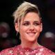 """Kristen Stewart aparece caracterizada como Princesa Diana em nova foto de """"Spencer"""""""