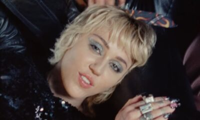"""Miley Cyrus lança clipe de """"Angels Like You"""" com mensagem de incentivo à vacinação contra Covid-19"""
