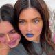 Kendall e Kylie Jenner proporcionam um vídeo hilário enquanto se maquiam bêbadas; assista