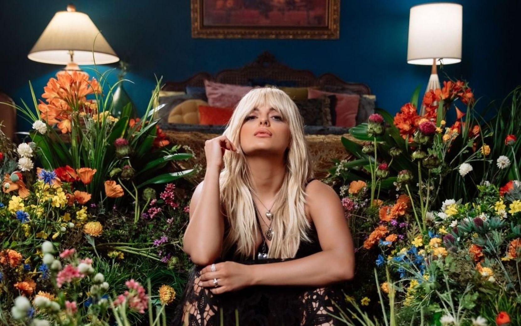 """Bebe Rexha materializa sentimento de boicote em clipe no single """"Sabotage"""""""
