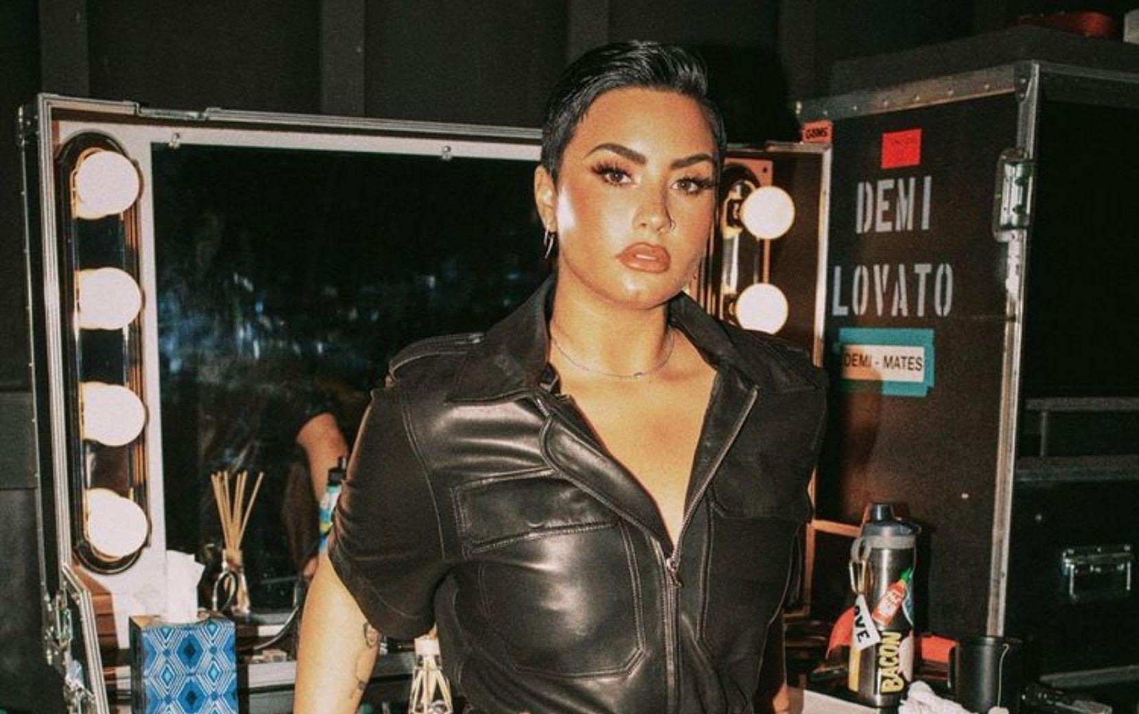 Demi Lovato arrasa nos vocais durante performance ao vivo após lançamento do álbum