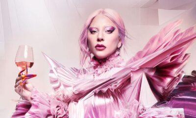 """Lady Gaga protagoniza campanha publicitária impactante ao som de """"Free Woman"""""""