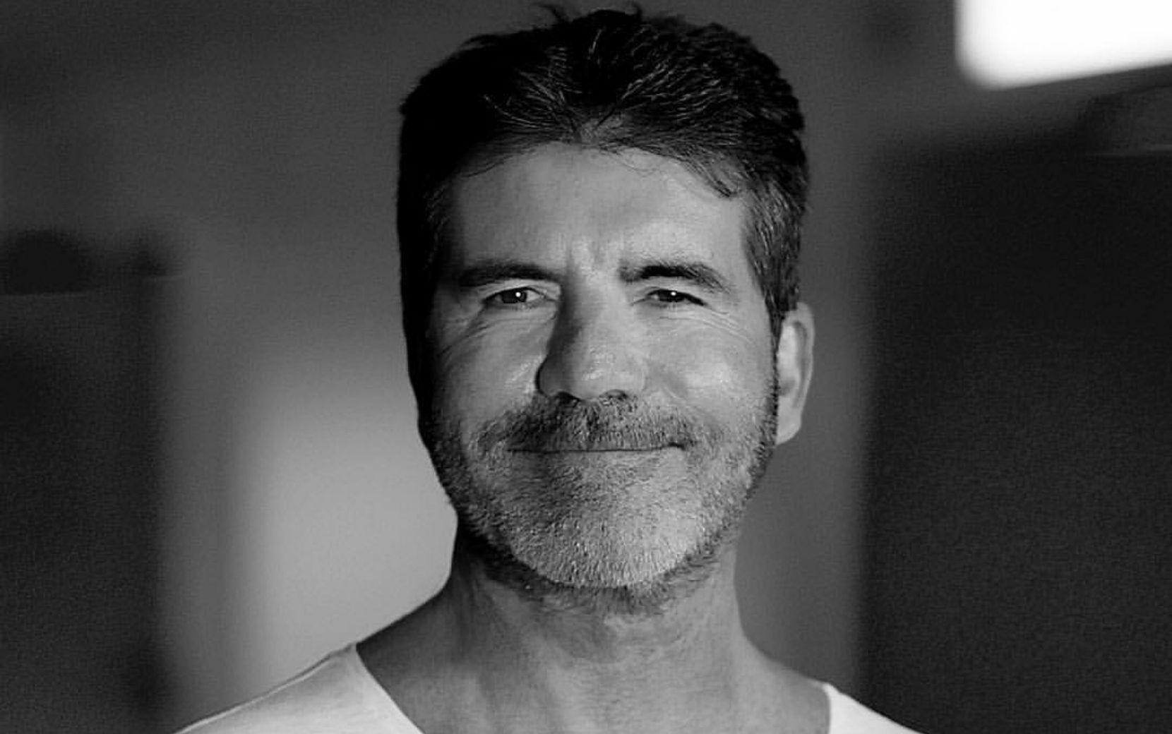 """Simon Cowell é acusado de exploração por ex-participantes do The X Factor: """"Escravo do programa"""""""