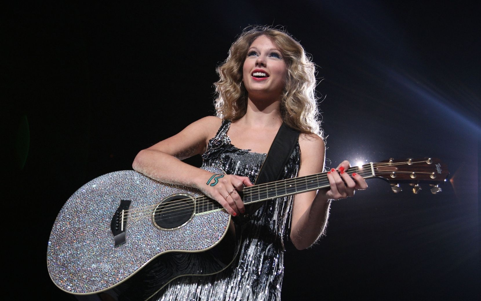 "Taylor Swift lança ""Mr. Perfectly Fine (From The Vault)"", música inédita de ""Fearless (Taylor's Version)"""