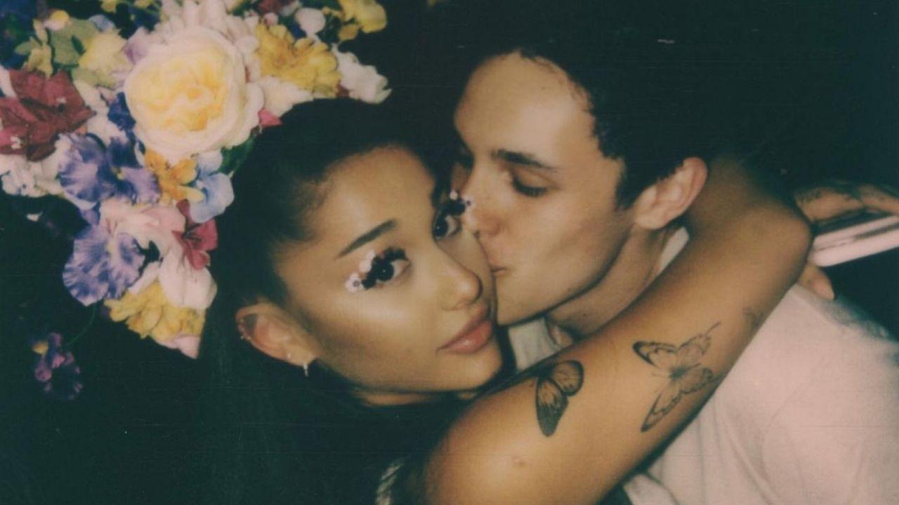 Ariana Grande e Dalton Gomez se casaram em pequena cerimônia, diz site