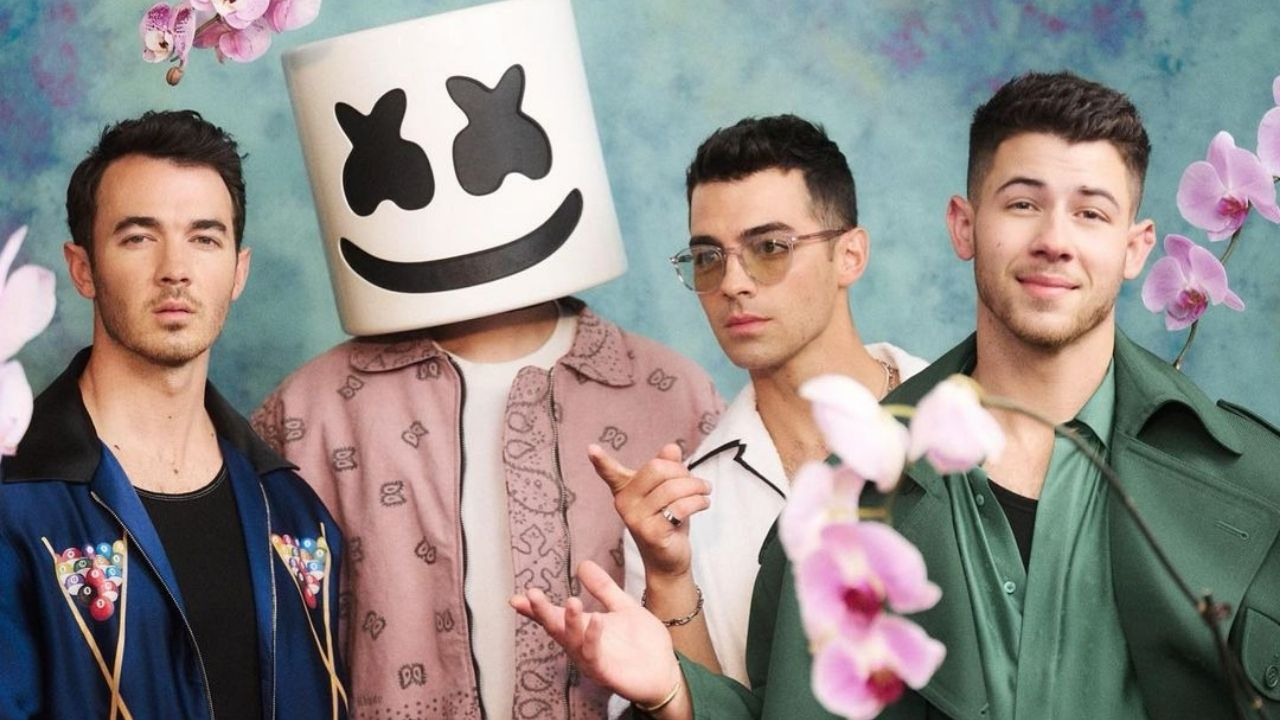 Jonas Brothers e Marshmello lançam clipe de Leave Before You Love Me