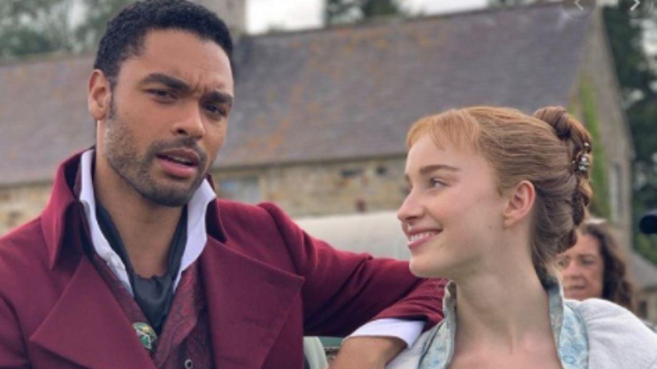 """Bridgerton"": Phoene Dynevor comenta saída de Regé-Jean Page do elenco"