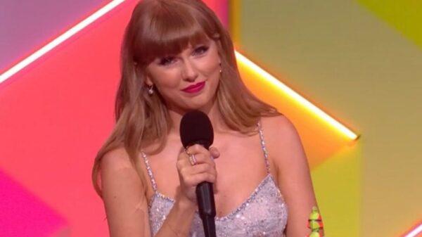 """BRIT Awards 2021: Taylor Swift faz história e se torna primeira mulher a receber prêmio de """"Ícone Global"""""""