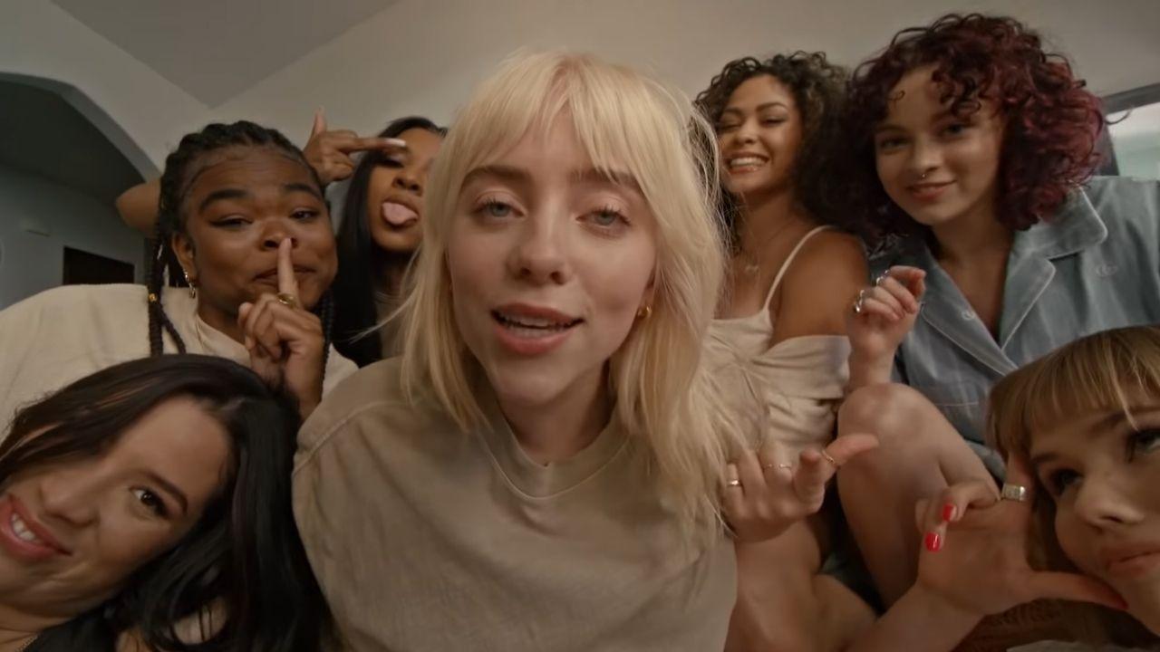 "Billie Eilish se diverte com amigas no clipe de ""Lost Cause"""