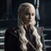 """Emilia Clarke relembra gafe do copo de café em episódio de """"Game of Thrones"""""""