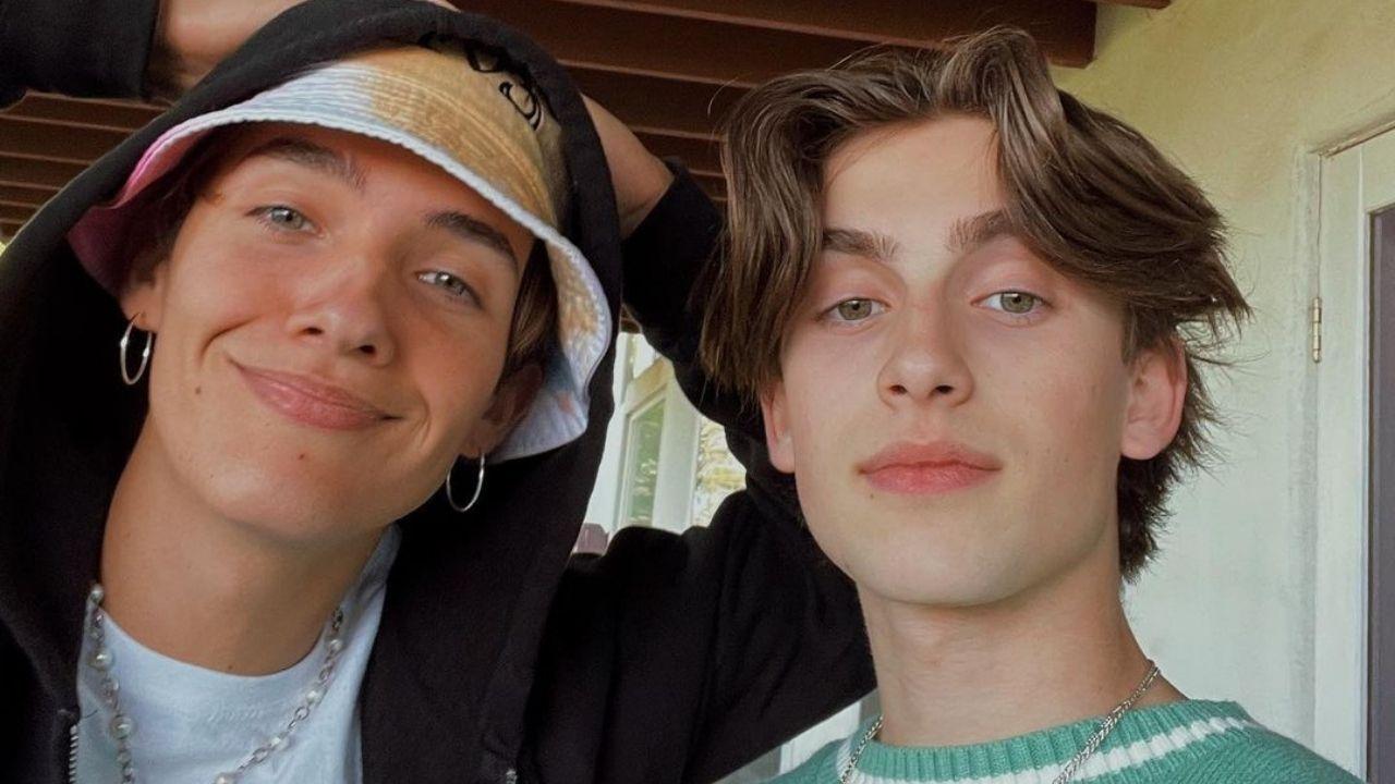Noah Urrea e Johnny Orlando fazem cover apaixonante de música do Frank Ocean
