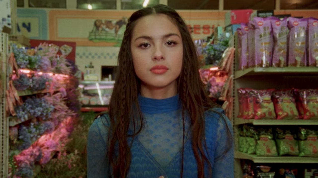 """Olivia Rodrigo fala sobre evolução pessoal desde a escrita de """"SOUR"""": """"Tão orgulhosa"""""""