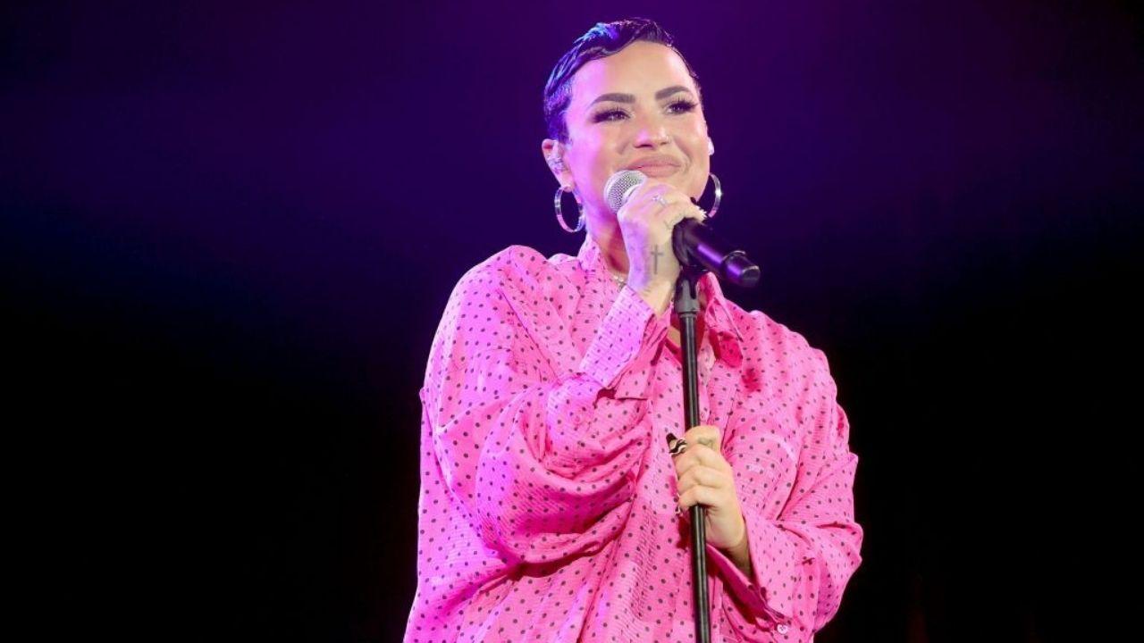 """Demi Lovato reposta vídeo brasileiro e comenta: """"Sinto tanta falta"""""""