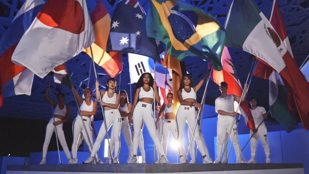 Música do Now United toca durante as Olimpíadas e integrantes celebram