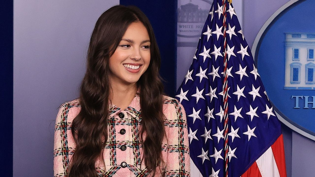 Olivia Rodrigo faz visita à Casa Branca para incentivar vacinação contra Covid-19 entre os jovens