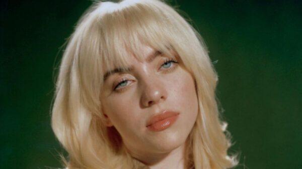 "Billie Eilish canta ""Male Fantasy"" em show intimista"
