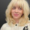 """Billie Eilish desabafa sobre aparência: """"Isso me faz sentir muito mal"""""""