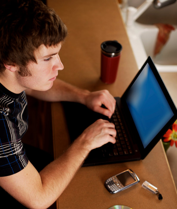 Ciúme nas redes sociais: saiba como lidar com seu namô!
