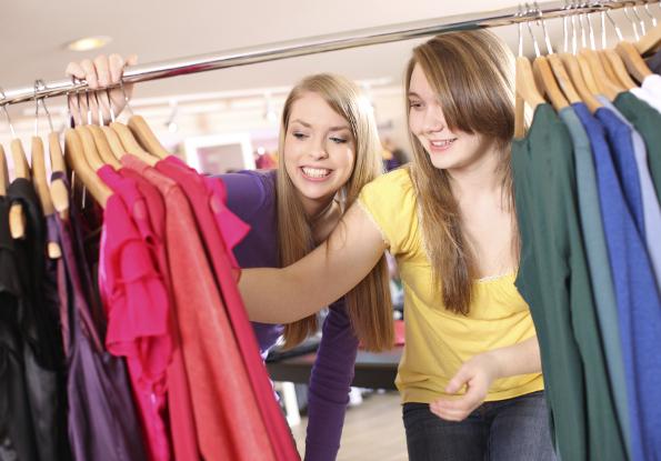 meninas fazendo compras