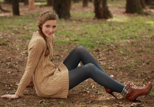 Moça com meia-calça